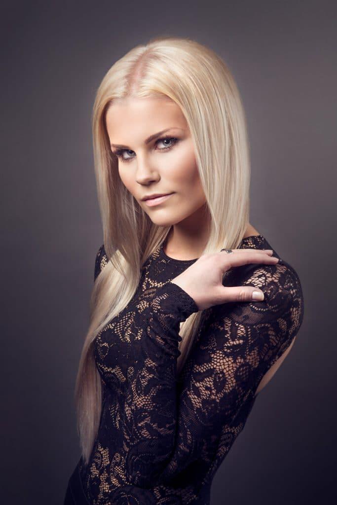 Kampaaja: Ulla-Riitta Koskinen / Prime hair and beauty design, malli: Emma Ahola, kuvaaja: Mikko Karekivi