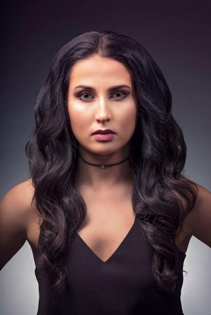 Kampaaja: Hanna Tyrmi/ Prime hair & beauty design, malli: Maarit Kärkkäinen, kuvaaja: Mikko Karekivi, käytetty materiaali: Mago, 2 punttia 50 cm suora #B2.