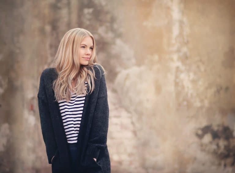 Kampaaja: Tanja Lehtonen / Elycia, malli: Viivi Lasanen, kuvaaja: Mikko Kaaresmaa, käytetty materiaali: Mago 50c m, suora, Kir Royal, 1 puntti