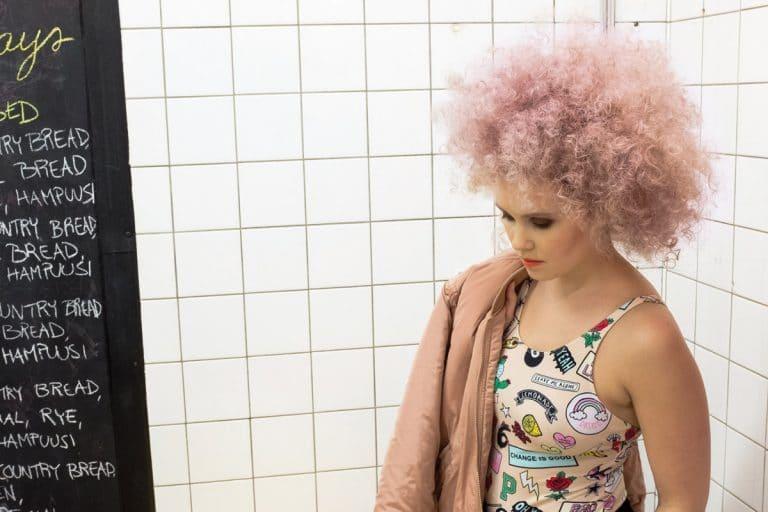 Kampaaja: Petra Eriksson / Kampaamoliike Mama, malli: Sallamari Impola, kuvaaja: Johanna Kaisjoki, käytetty materiaali: Mago 30 cm #silver